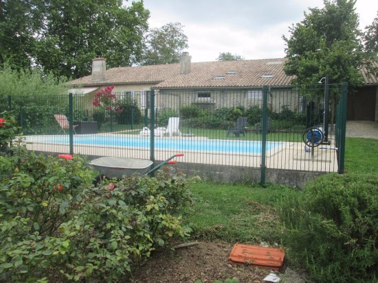 Ruch, Francia: Outside pool