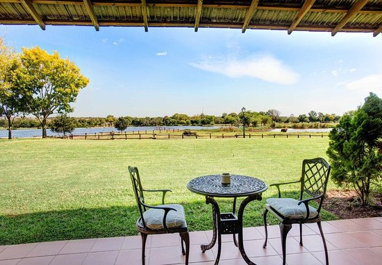 Centurion, South Africa: Deluxe Guest Room - Lake View