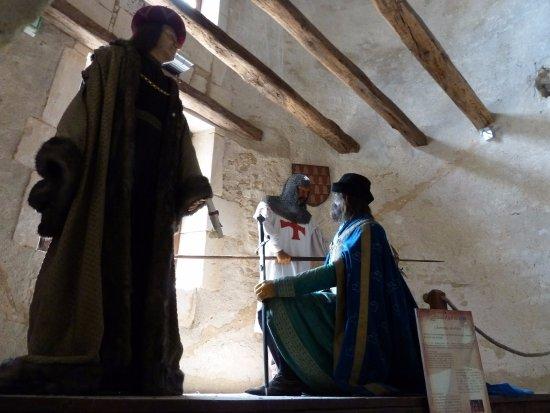 Château fort de Saint Jean d'Angle : Mises en situation dans le château