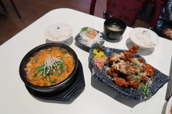 Goong Korean & Japanese Restaurant: Goong - Spicy Beef Soup & Korean Spicy Chicken