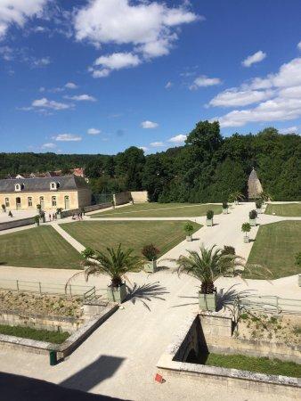 Ancy-le-Franc, Frankrike: Posti da vedere.