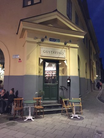GUSTAVINO Italian Wine Bar