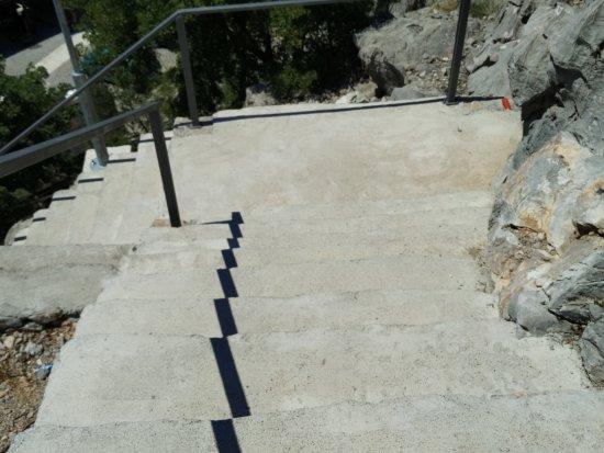 Karlobag, Croacia: Stairs up and down
