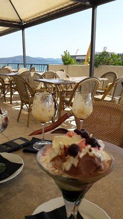 Coppa gelato in terrazza - Picture of Terrazza bar gelateria pagni ...