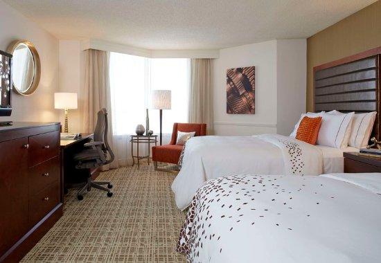 Berkeley, MO: Queen/Queen Guest Room