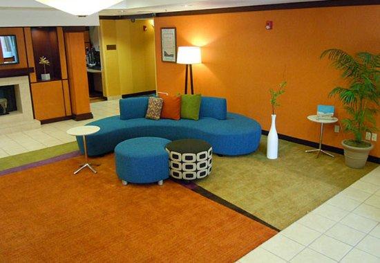 Ukiah, CA: Lobby Seating Area