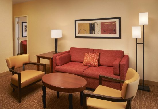 Holland, OH: Suite Sitting Area