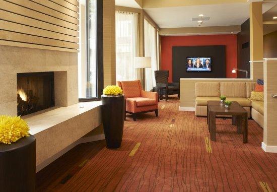 Holland, OH: Lobby Sitting Area