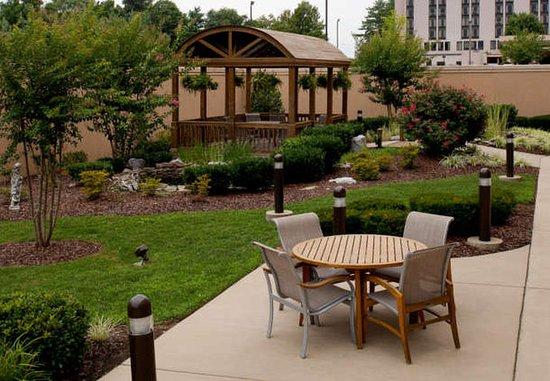 Courtyard Bristol: Outdoor Terrace