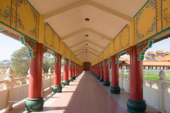 Bronkhorstspruit, Republika Południowej Afryki: Walking through to the other part of the temple