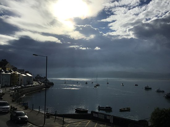 Aberdovey, UK: Early morning view from the room - rain expected