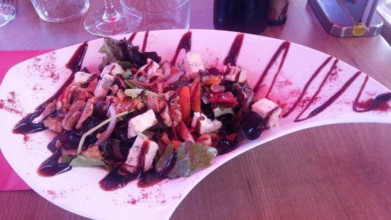Loudenvielle, ฝรั่งเศส: salade au bleu avec noix