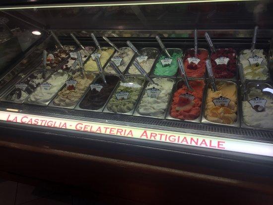 Monte San Savino, Taliansko: Best gelato in Italy!!