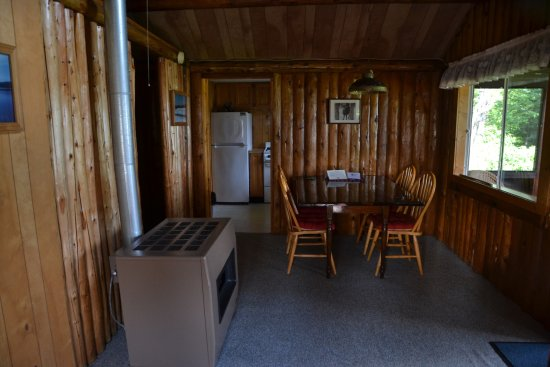 Pittsburg, NH: Dining area