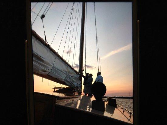 Sail Selina II : Helping raise the mast!!