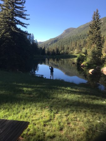 The Broadmoor Ranch at Emerald Valley: Beautiful morning fly fishing near Lakeside cabin.