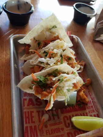 Crestview, FL: chicken wonton tacos