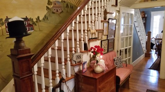 Auburn, KY: Stairway to sleeping rooms and walkway to dining room