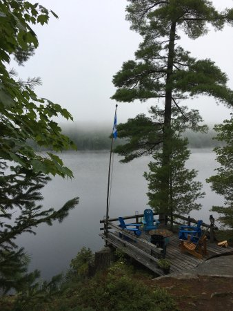 Muskoka Lakes, Kanada: Misty morning, Trout Lake, Muskoka, On.
