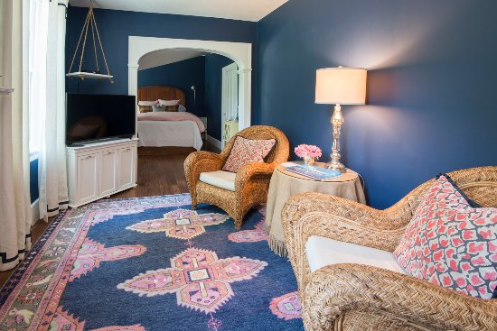 Skaneateles, État de New York : Comfortable sitting area in the Stag Horn Suite