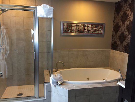 The Giacomo: Room 304 Jacuzzi Tub and Walk-in Shower
