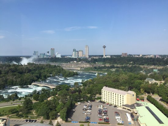 The Giacomo: View of Niagara Falls from the Skyline Lounge (19th Floor)