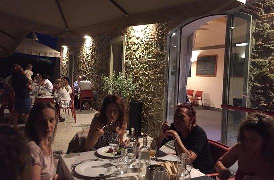 Lamporecchio, Italia: Tavoli all'aperto