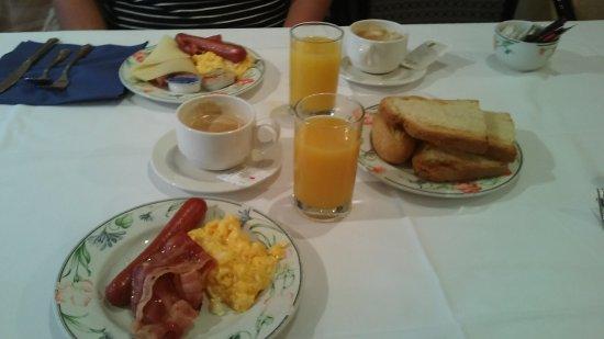 Hotel Ciudad de Logrono: Desayuno buffet, muy completo.
