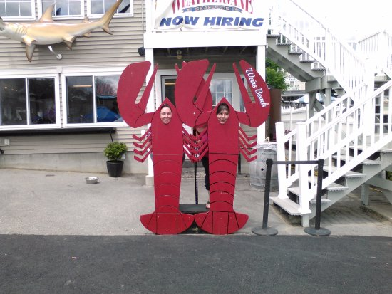 Weirs Beach, NH: Don't forget to take your photo with the Lobsters.