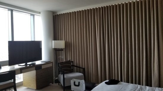 The Dominick Hotel: Actual SoHi View room (broken drape not fixed for the duration of our stay)