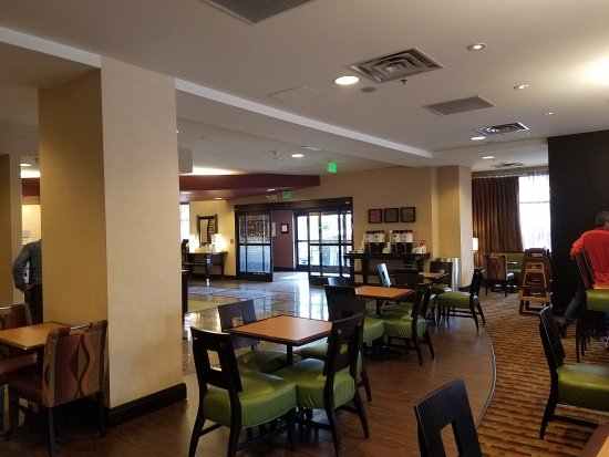 Hampton Inn & Suites Denver Downtown: breakfast area