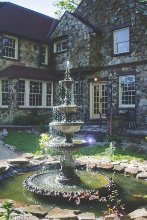 Monteagle, TN: Patio fountain