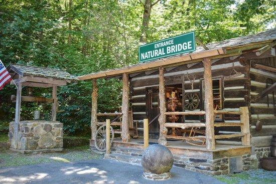 Clinton, AR: Natural Bridge