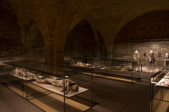 Monsampolo del Tronto, Italien: corpi mummificati in cripta