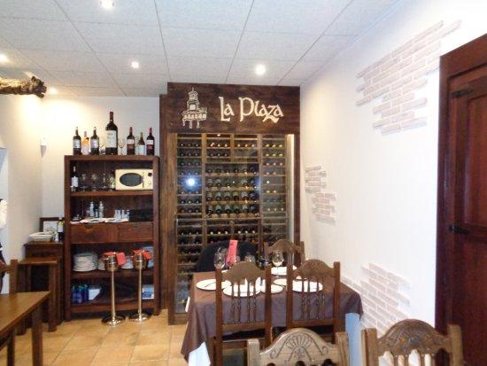 El salón comedor armario de vinos. - Picture of Restaurante Meson La ...