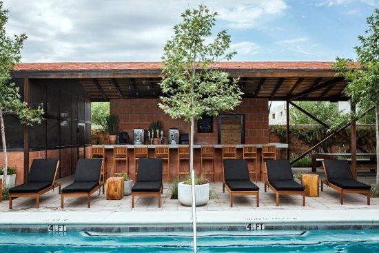 Marfa, TX: Bar Nadar Pool + Grill