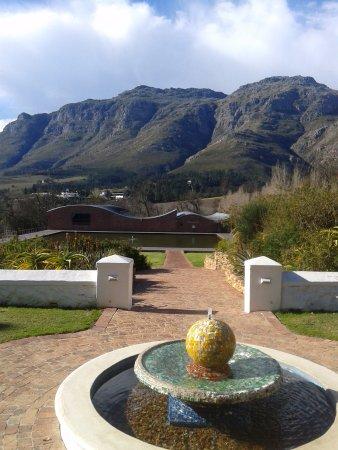Stellenbosch, África do Sul: Beautiful mountain view from Donier