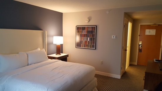 Hilton University of Florida Conference Center Gainesville: Renovated guest room.