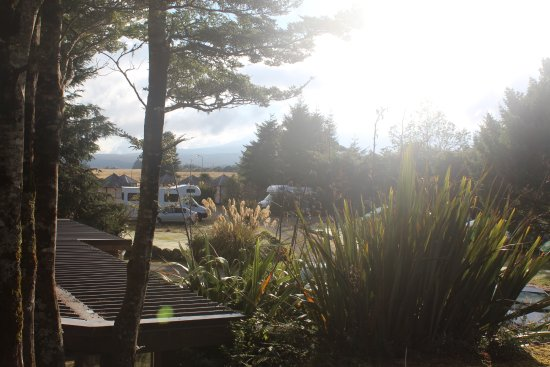 Tongariro Holiday Park: looking out at the crack of dawn across the site