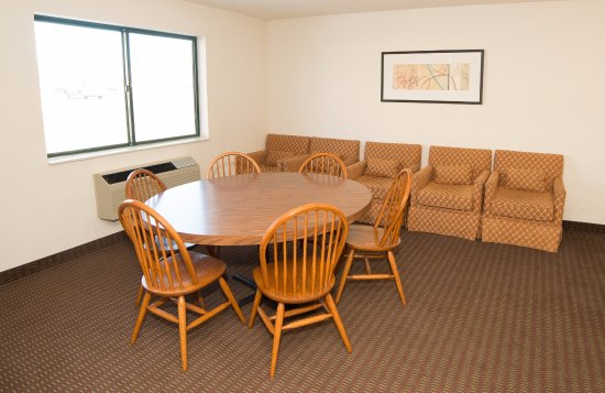 Belle Plaine, MN: Game Room with pool table and siting area