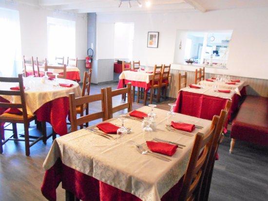 Pabu, France : Nous vous accueillons dans un cadre convivial pour déguster une cuisine traditionnelle.