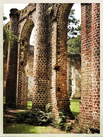Old Sheldon Church Ruins: Picturesque