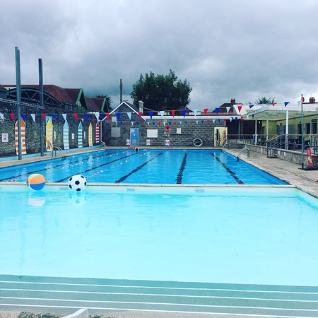 Shepton Mallet, UK: Shelton Mallet Lido - a quiet period