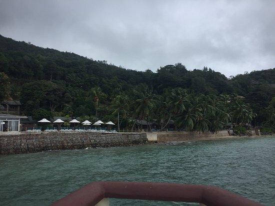 Coco De Mer: Até nublado o hotel e a paisagem são lindas. Vale a pena ficar lá, super indico...