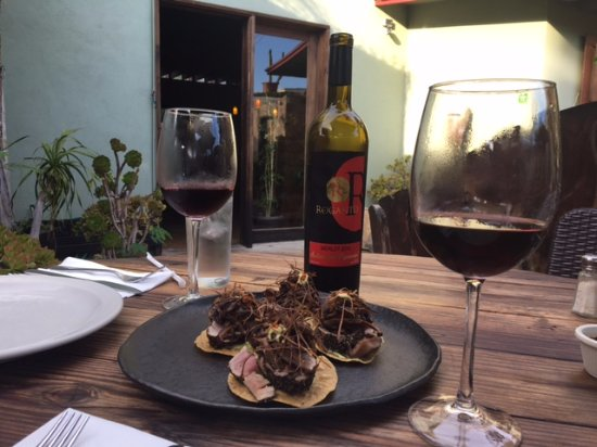 ophelia's: Tostadas and wine