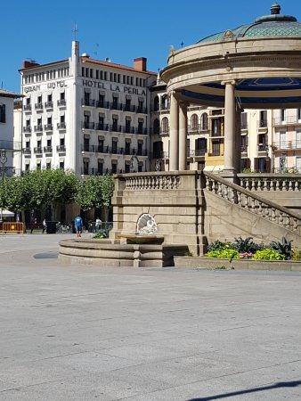 Gran Hotel La Perla: Hotel La Perla from Plaza del Castillo