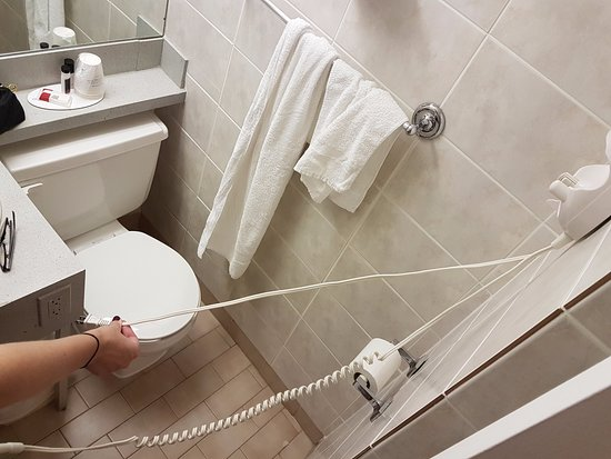Howard Johnson Hotel Toronto Yorkville: Hair Dryer Cord doesn't reach outlet