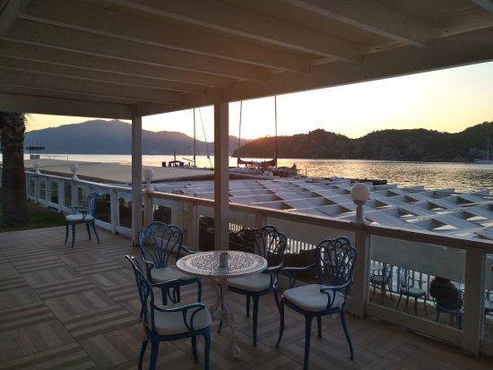 Club Adakoy Resort Hotel: Столик у бара ждет своих гостей! Закат!