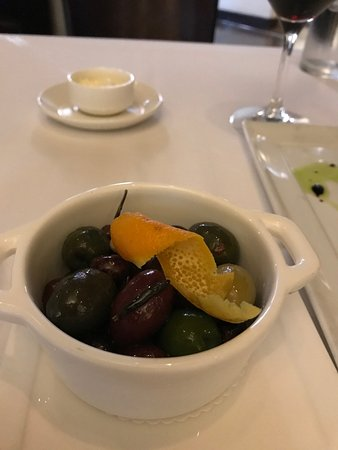 Cafe Ponte: Delightful Olives as a starter