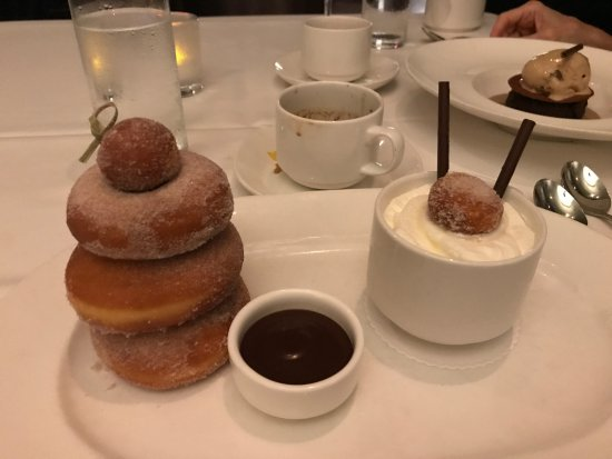 Cafe Ponte : Keeping with the donut theme, dessert!